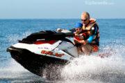 Padre y Hija en un jet ski